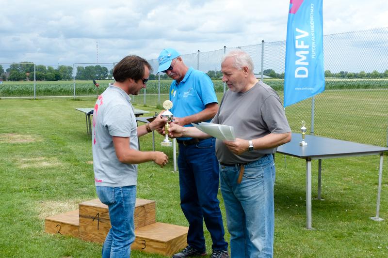 Nordrhein-Westfälische Meisterschaft im Modellfallschirmspringen 2017